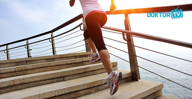 Yürüyüş yapmak düzenli olarak kalbi iyileştiren ve daha sağlıklı bir hayatı yaşamamızı sağlayan bir spordur. http://doktortv.com/haber/kalp-sagligini-etkileyen-10-etmen