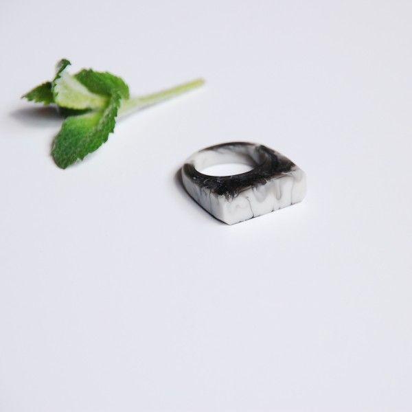 sygnet marmurowy / roz. 15,5 - monopolka