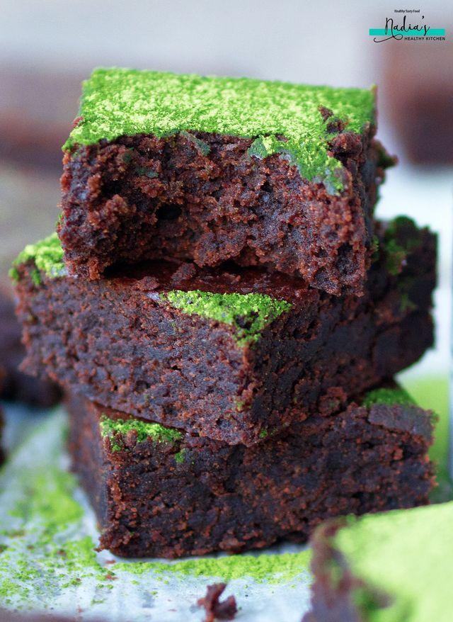 Chocolate Matcha Brownies #matcha #brownie #vegan #glutenfree #healthy #brownies #groundalmonds #stpatricksday #green #dessert #recipe