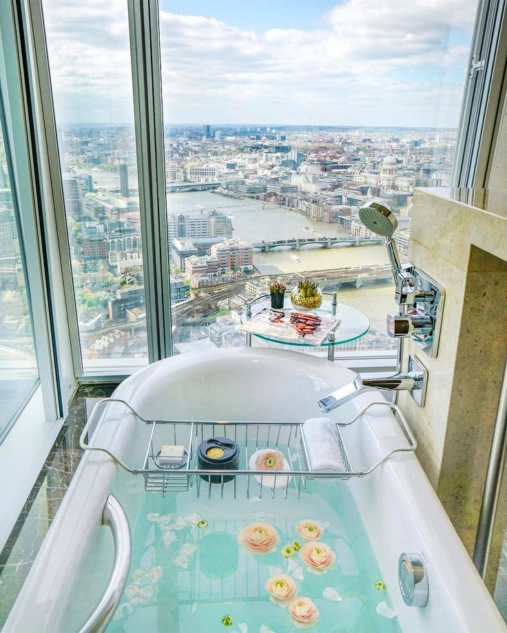 Shangri-La Hotel, At The Shard, London / ph: MichuTravel