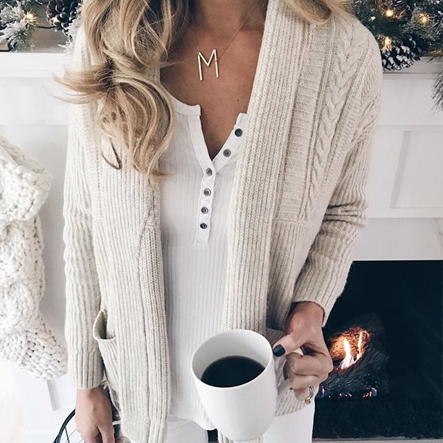 Do you like to shop at the mall or online? To me that's like asking do you want to eat pizza or salad - duh?! 💻🍕!!! This cardigan wearing small), Henley (wearing xs, wishing I had small) , and denim are all 50% off. The Henley is $14!!! My stockings are 30% off 🎄🎄. Shop all I'm wearing and some of my home decor by tapping this pic at www.pinterestingplans.com/Shop-Instagram (links will appear below the photo) #liketkit http://liketk.it/2tydh @liketoknow.it #weekendvibes #holidaydecor…