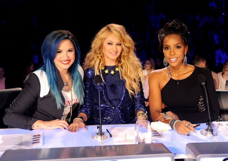 """Judges Demi Lovato, Paulina Rubio and Kelly Rowland play nice on """"The X Factor"""" on Oct. 29 in Hollywood, Calif.Factor Living, Chains Dresses, Chains Details, Factor Usa, Celebrities Female, Demi Lovato, Demi Washed, Celebrities Friends, Factor Judges"""