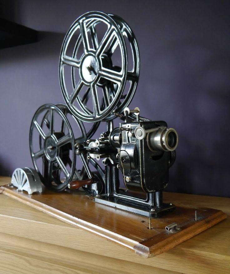 Le Fulgur 35mm filmprojector circa 1920 ~ Cinegraphica