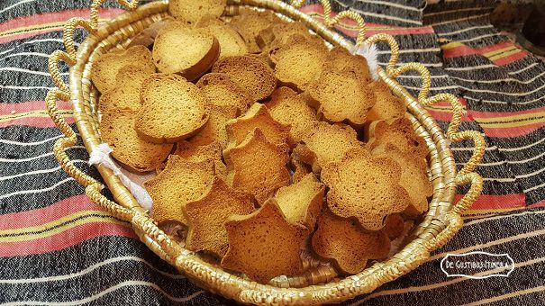 http://www.degustibusitinera.it/ricettario/lievitati-dolci/141-fette-biscottate-del-recupero.html# Ricetta speciale per recuperare lievito e albumi!