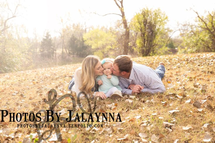 Family pictures. Family of three poses, family picture poses, outdoor Photography, picture outfits, photosbyjalaynna.zenfolio.com. Girl photography, baby photography, toddler picture ideas, family photo ideas, Wichita KS photography.