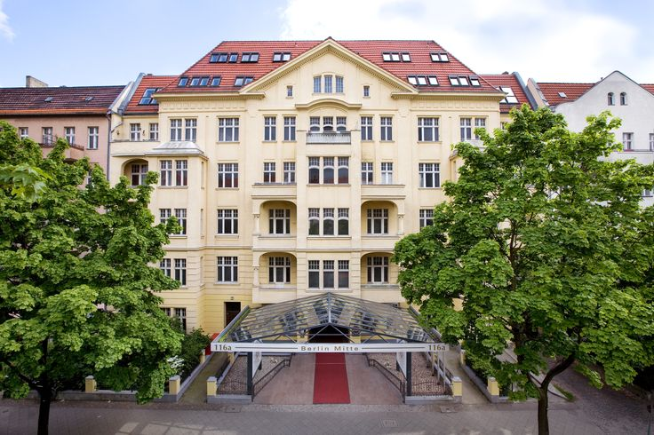 The City Hotel Berlin Mitte is centrally located in the northern part of Berlin, close to the inter-regional railway station Berlin Gesundbrunnen with its shopping centre and near the beautiful Humboldthain park. Guests of our hotel in Berlin Mitte appreciate the top transport connections.