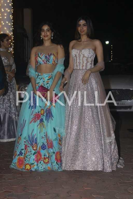 Sridevi and Boney Kapoor along with their gorgeous daughters Jhanvi Kapoor and Khushi Kapoor attended Shilpa Shetty's Diwali bash last night.    Khus...