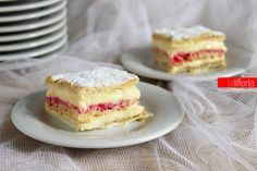 La torta diplomatica è un dolce classico, immancabile nelle vetrine delle pasticcerie, ma che si può preparare anche a casa, per deliziarci con la sua bontà