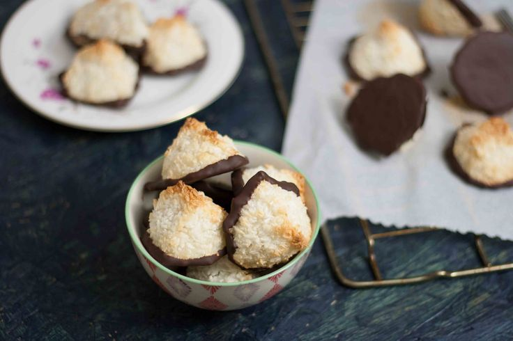 Saftige kokosmakroner med chokolade (12)