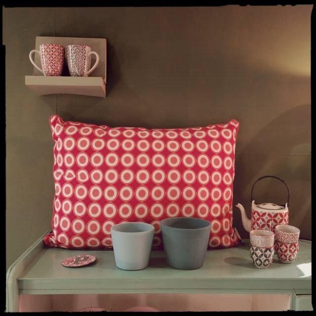coussin cushion rouge c ladon rouge celadon pinterest coussins et rouge. Black Bedroom Furniture Sets. Home Design Ideas