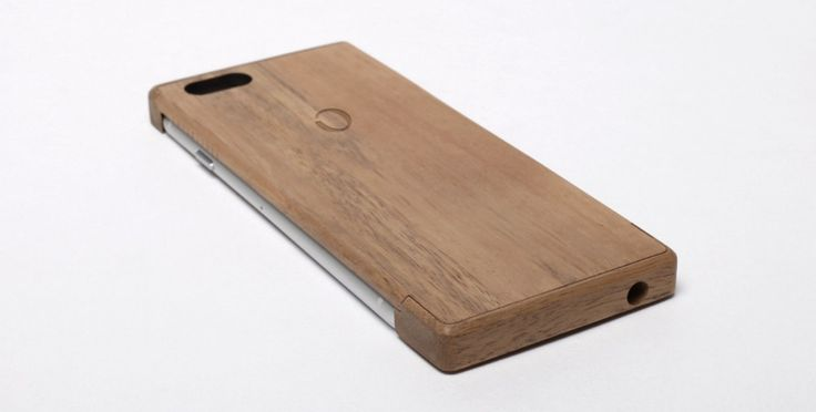 The Shell Gives Your iPhone A Protective Wood Case And Charges It Wirelessly