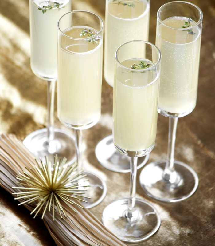 Good As Gold Cocktail: vodka, lemon, honey, and champagne. Click to get the recipe!