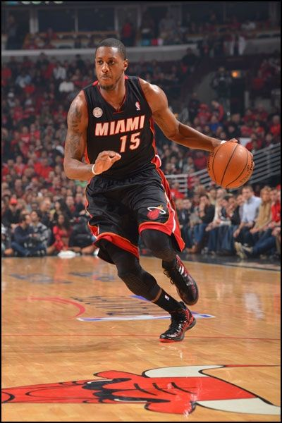 Mario Chalmers drives to the basket