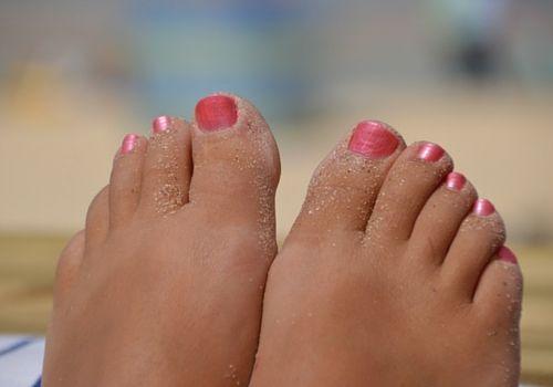 Voeten verwennen met een massage voetenbad. Ik heb een heerlijk recept snel, gemakkelijk en spotgoedkoop.