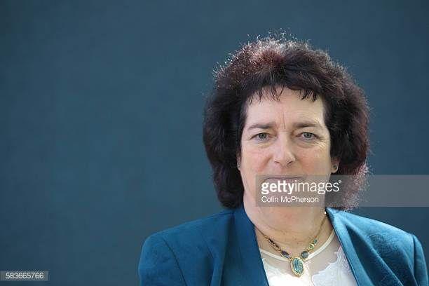 Bestselling British historical writer Lindsey Davis.  (Birmingham, 1949) è una scrittrice inglese, laureata a Oxford, celebre per la serie di romanzi gialli ambientati nella Roma imperiale del I secolo d.C., incentrata sul personaggio dell'investigatore Marco Didio Falco.