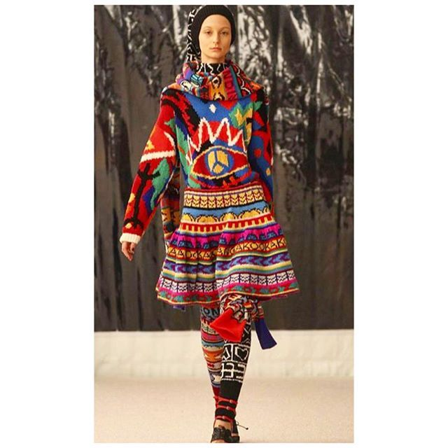 Brilliant Australian knitwear designer Jenny  Kee master of multi colour Jaquard and intarsia! #knit #knitter #knitting #fashion #fashionknit #fashionknitwear #knitwear #knitwearinfashion #handknit #machineknit #tricot #tricoter #strick #stricken #outfit #theknitarchives #knitspiration #knitstagram #australianfashion #jennykee #intarsia #jaquard #multicoloured #outfit