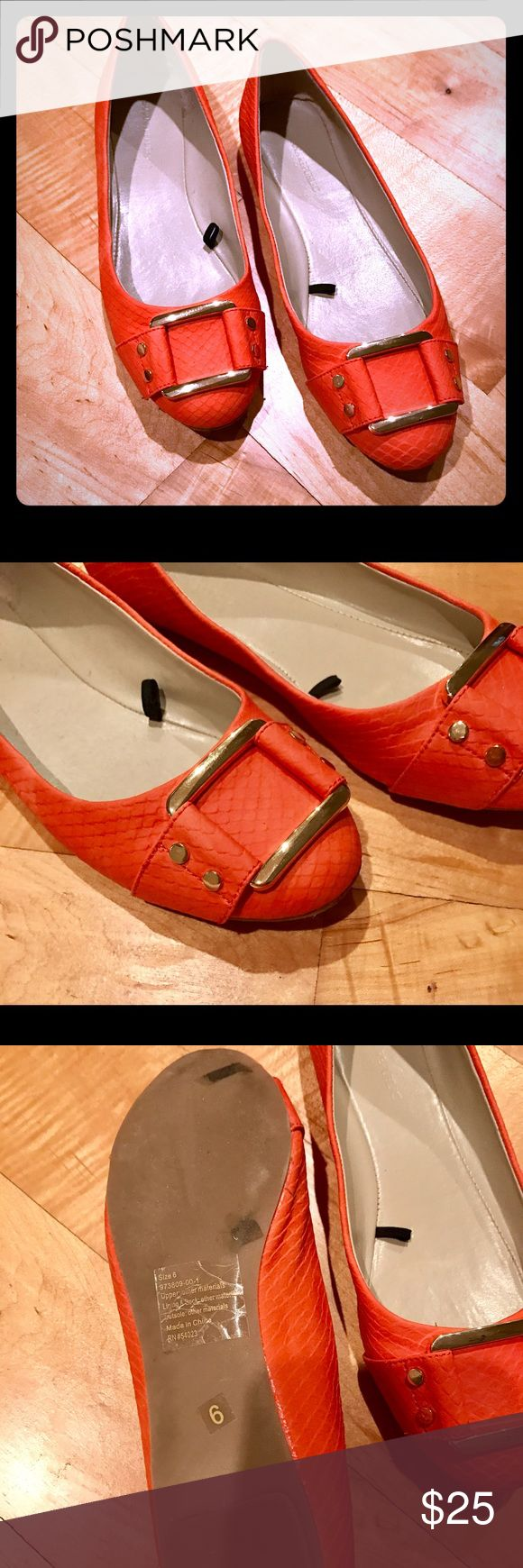 ✨🆕✨Banana Republic Orange Flats w/Gold Buckle ✨🆕✨Banana Republic Orange Flats w/Gold Buckle. Worn only once; like brand new. Coming from smoke free home. 🚫trades. Banana Republic Shoes Flats & Loafers