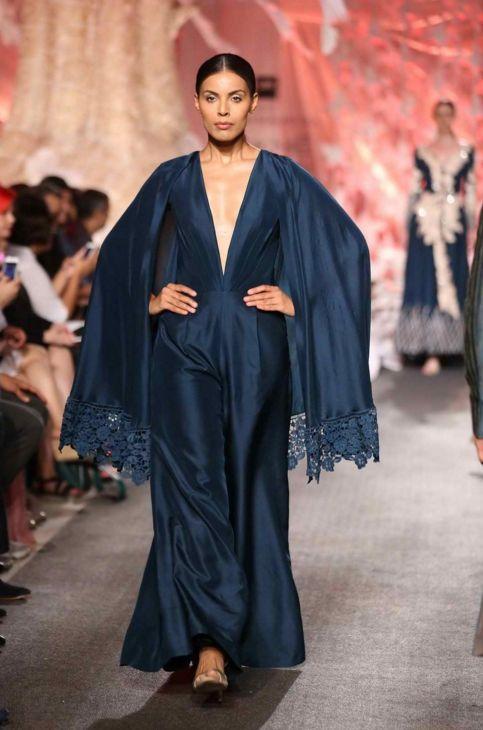 Scarlet Bindi - South Asian Fashion and Travel Blog by Neha Oberoi: Lakme Fashion Week Summer/Resort 2016: Manish Malhotra