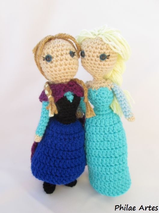 Crochet Amigurumi of Princess Anna and Elsa from the movie Frozen (Disney) made by Philae Artes. Pattern free. Patron gratis.