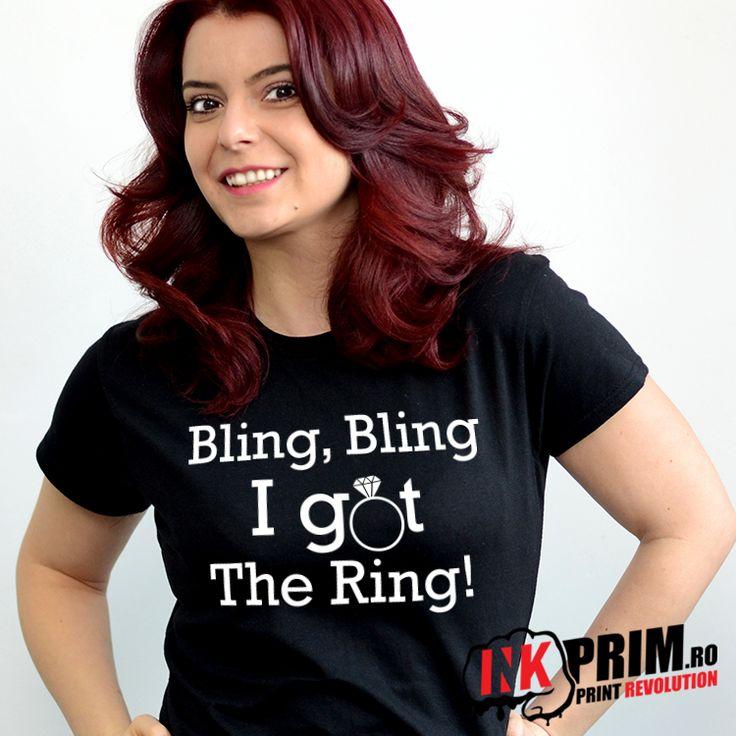 Tricou Mireasa, Personalizat pentru Petrecerea Burlacitelor cu mesajul Bling, Bling I Got The Ring!