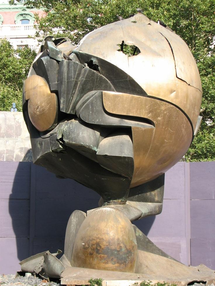 Kula z WTC w Battery Park w Nowym Jorku. New York City, USA. Fot. radio RMF FM