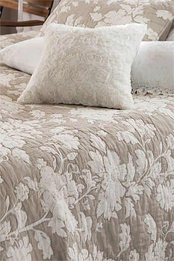 Home Decor - Seashells cushion
