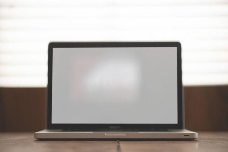 apple desk laptop macbook - Visual Hunt