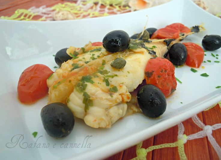 Oggi vi propongo un secondo piatto di pesce: la coda di rospo con pomodorini e olive. Un piatto semplice ma gustosissimo, adatto anche ai bambini.