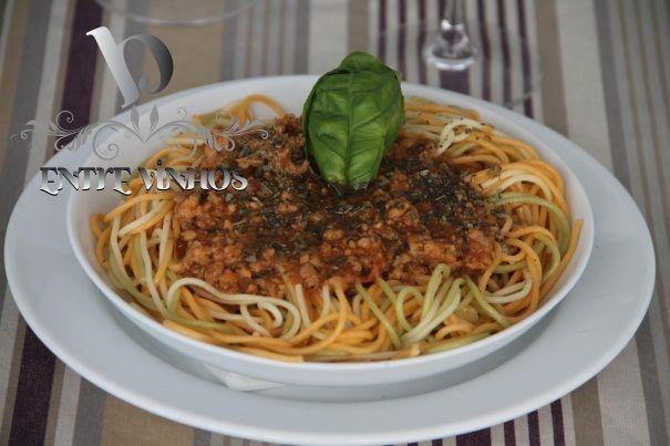 Esparguete Tricolor á Bolonhesa