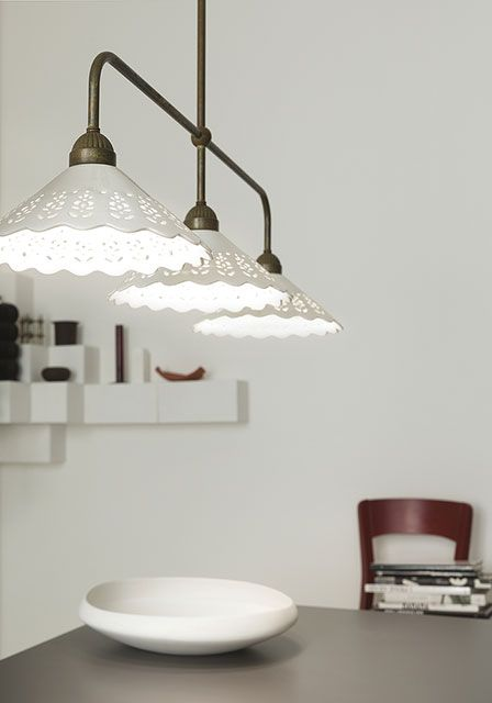 Fiori di pizzo | Indoor suspension lamps, appliques, ceiling lamps and table lamps made of brass and ceramic