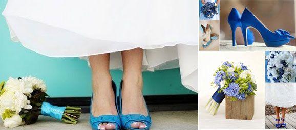 Sapatos de noiva a combinar com o bouquet azul