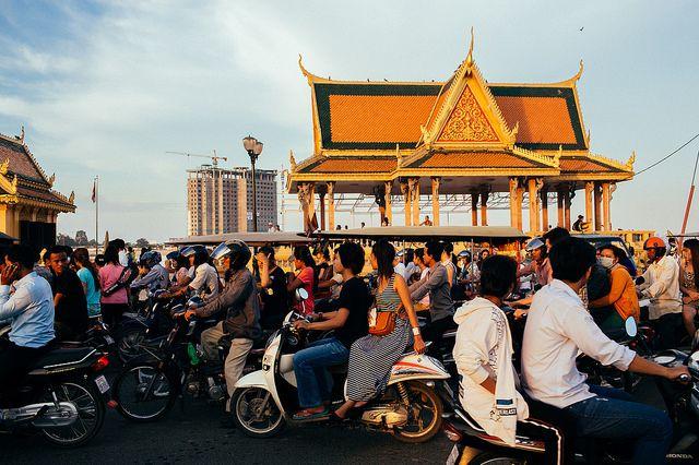 Tourist With Camera: Phnom Penh - Vibrant City