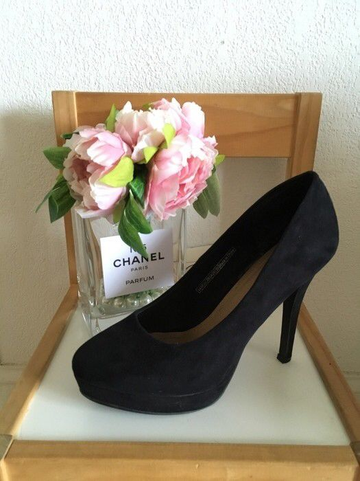 escarpins noirs suédés pimkie neufs  de marque Pimkie. Taille 39 / UK 6 / US 8 à 12.00 € : http://www.vinted.fr/chaussures-femmes/talons-hauts-and-escarpins/28403542-escarpins-noirs-suedes-pimkie-neufs.