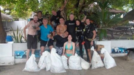 Reef clean Up Oceans 5 dive resort Gili Islands