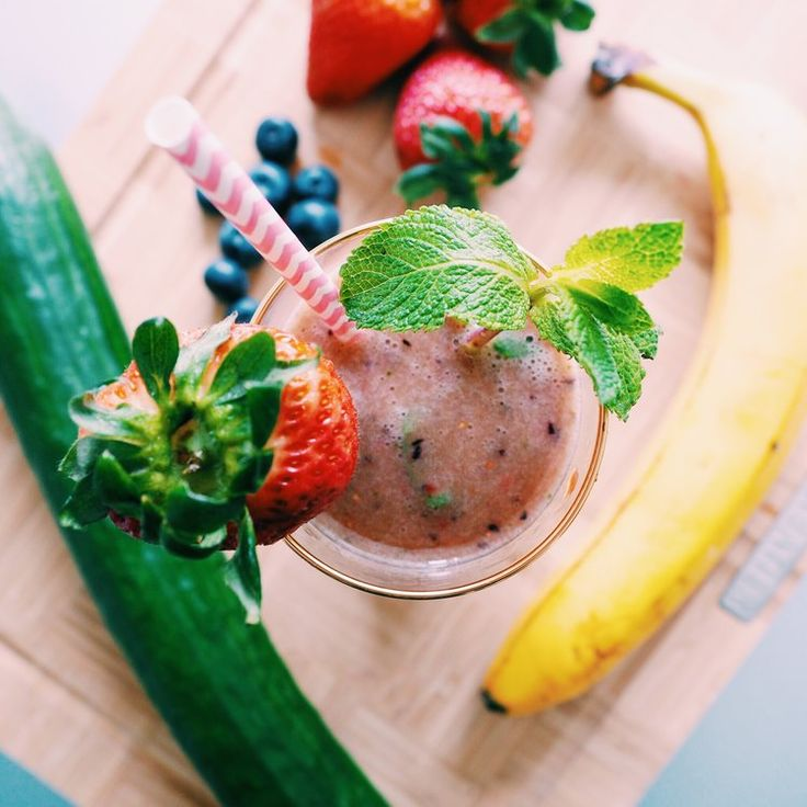 RECIPE | GREEN BERRY SMOOTHIE FOR HEALTHY HAIR (VEGAN) — CHRISTIE AT HOME