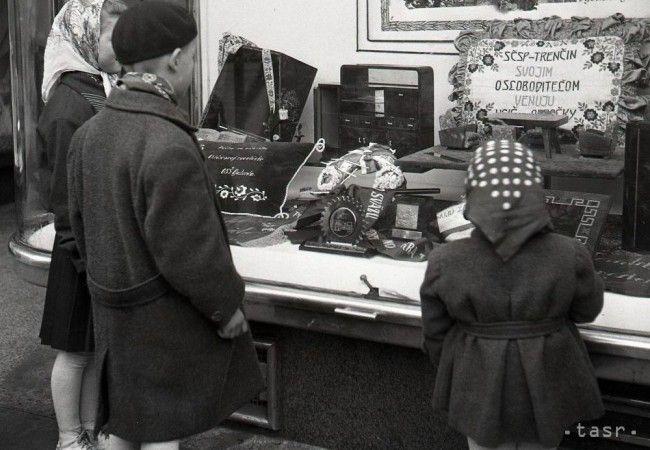UNIKÁTNE FOTOGRAFIE: Výklad, pýcha socialistického obchodu - Magazín - TERAZ.sk