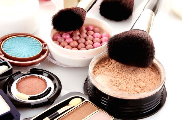 3 Best Hypoallergenic Eye Makeup Brands Every Girl Must Have Women with sensitive must be careful on the kind of makeup they use. Most skin experts recommend using the hypoallergenic kind of makeup because these are especially made with natural ingredients and no harmful chemicals that irritate the skin. And when it comes to eye makeup, …