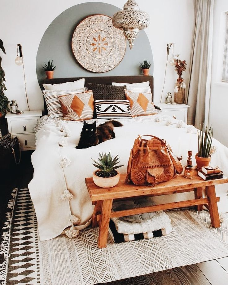 Indie Bedroom Design Black Cats Bedroom Designs That Are Boho Neutral Wooden Elements And White Bedspre Home Decor Bedroom Bedroom Design Apartment Decor