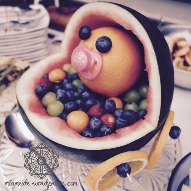 Einfache und superschnelle DIY-Idee für die Babyparty: Baby im Melonenbuggy