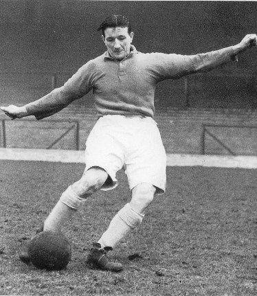 Bob Paisley, en su epoca de jugador, grandioso tecnico del Liverpool FC