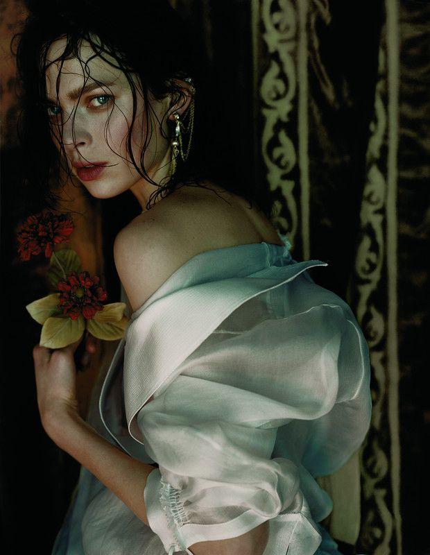 Javier Vallhonrat - Photographers - Fashion - Vogue Uk Orient Excess | Michele Filomeno
