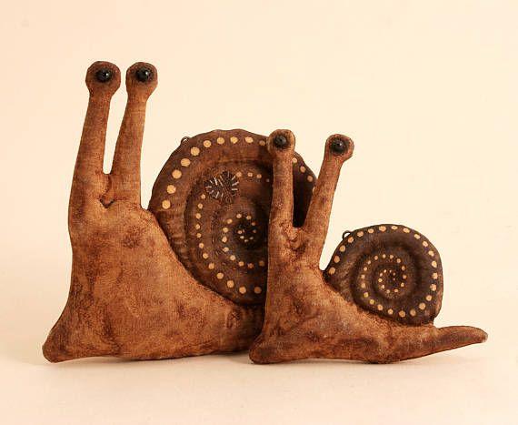 Обработка примитивная Улитка народного искусства Декор Хэллоуин набор 2 улитки подарок для любовника улитка Улитка Коллекция примитивные куклы текстильные животного