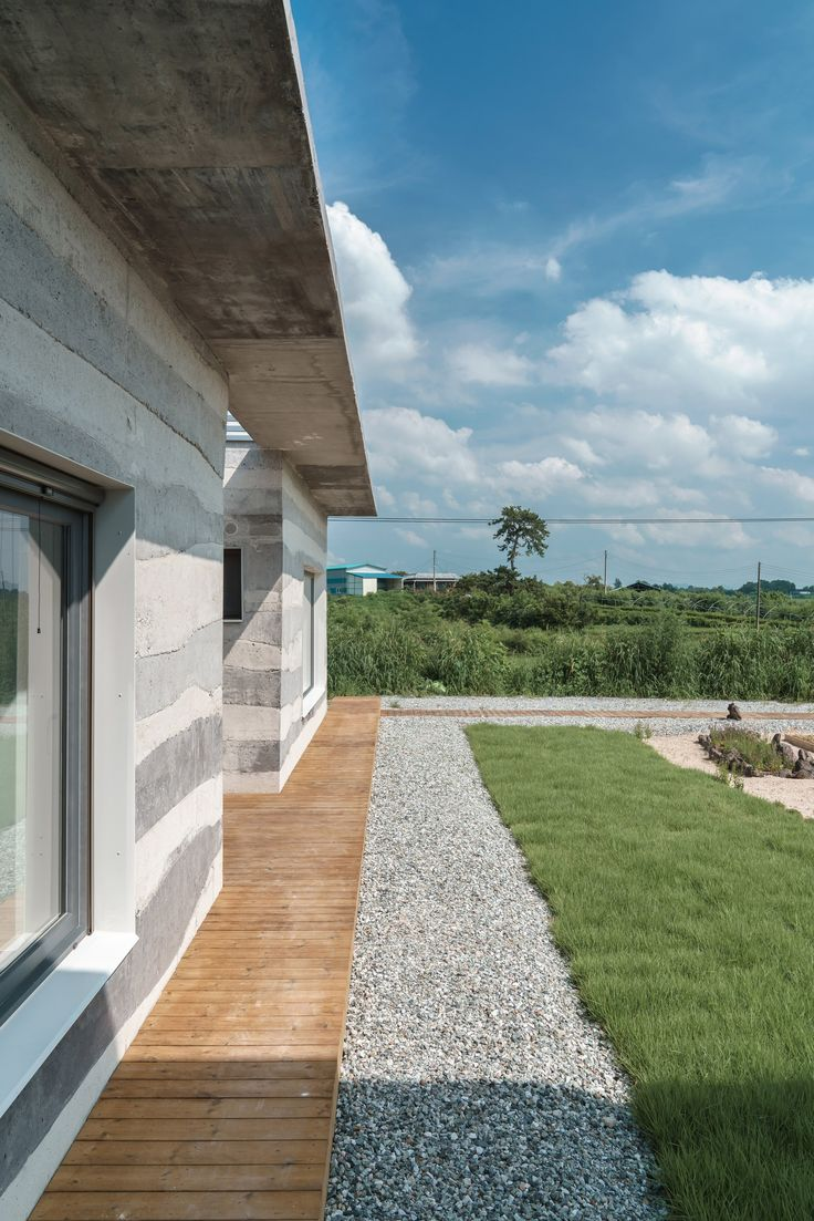 STPMJ Layers Concrete Mixes To Form Striped Walls At Stratum House