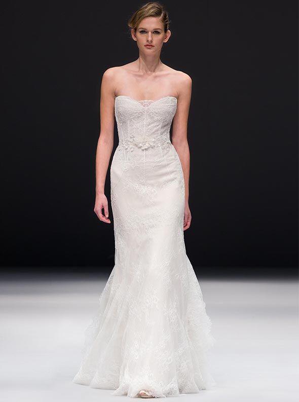アクア・グラツィエがセレクトした、JENNY LEE(ジェニー リー)のウェディングドレス、JLE1522をご紹介いたします。