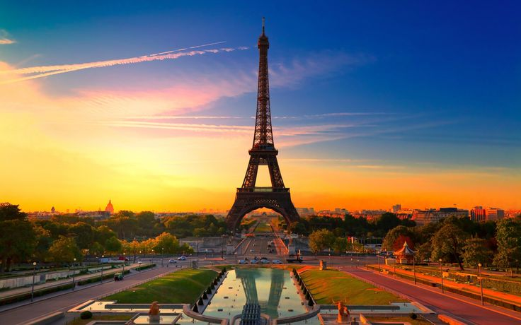 Обои для рабочего стола Эйфелева башня на закате, Париж, Франция