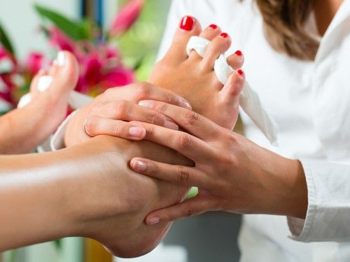 Our feet are the best indicators of how well we look after ourselves. Through rough and dry, thick and thin, and they absolutely deserve some love. #pedicure #beauty #dubaibeautysalon