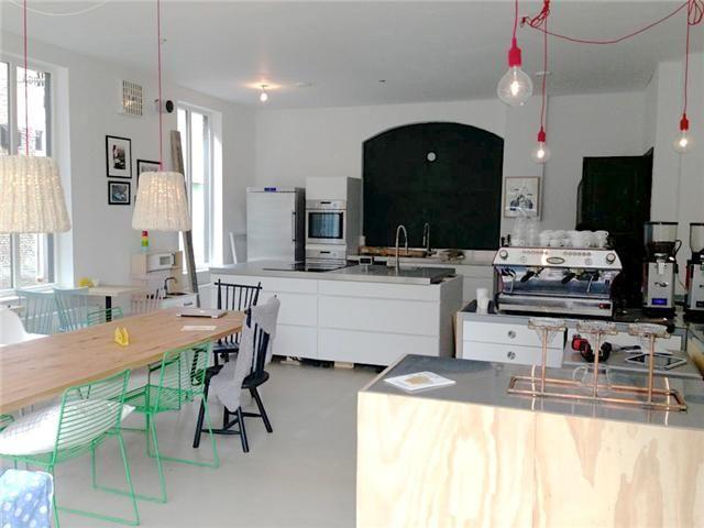 YIRGA is een urban espresso bar en natural kitchen aan de Sint Annastraat in Breda. Je kunt hier terecht voor een Ethiopische slow coffee, ontbijt of lunch. Nog nooit van slow coffee gehoord? De koffiebonen worden op een kleine schaal en lage temperatuur gebrand.Door koffie op deze manier rustig te... Read More