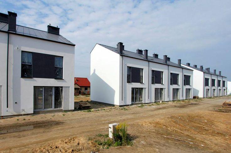Oprócz trzech optymalnie rozplanowanych pokoi, do mieszkania przynależy obszerne poddasze o powierzchni użytkowej ok. 22 m². Oferujemy je w dwóch dogodnych opcjach: do adaptacji własnej oraz w wersji wykończonej, z którą łącznie uzyskujemy ponad 90 m²