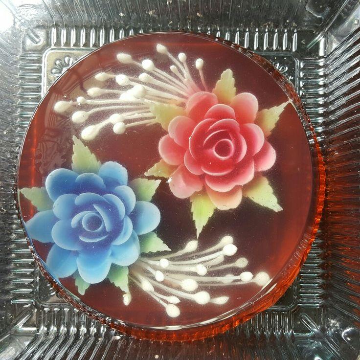 FLOWER INFILL White: milk Blue: blue pea Red: beet Green: matcha powder  BASE Ribena