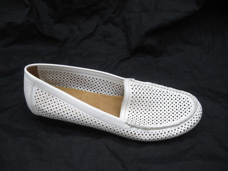 Naturalizer Simms womens ladies slip on comfort loafers white flats sz 10 10.5M #Naturalizer #slipon #casual
